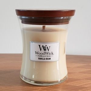 NWT WoodWick 9oz Scented Candle- Vanilla Bean
